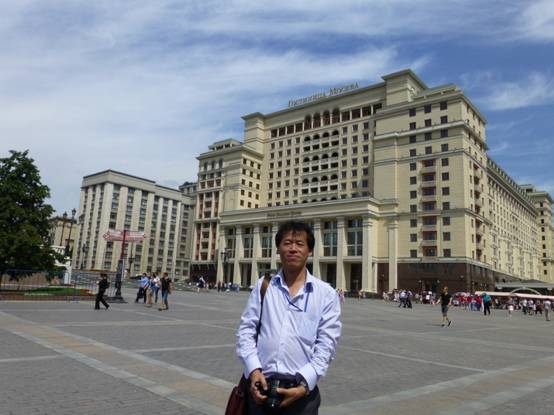 现任青岛大学数学与统计学院院长,山东省应用数学研究所所长.